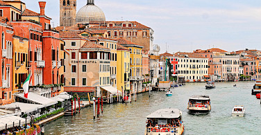 Canal in Venice - photo via Flickr:Tambako the Jaguar