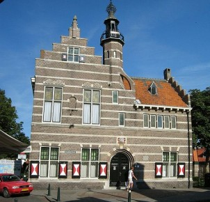 Raadhuis in Ouddorp. Photo via Wikimedia Commons:Johan