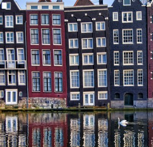 Amsterdam's famous narrow buildings. Photo via Flickr:pasotraspaso