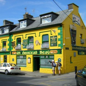 Yellow Irish Pub - photo by Flickr:francois