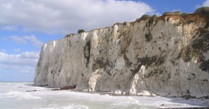 The famous chalk cliffs - photo via Wikimedia Commons: Ricardo Boimare