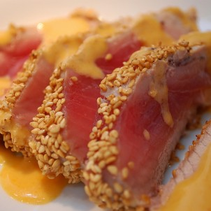 Yummy tuna by the sea! Photo via Flickr:gnawme