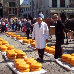 Cheese market in Gouda. Photo via Wikimedia Commons:Johi