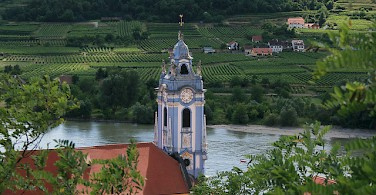 Danube River flowing through Dürnstein, a popular wine-growing town in the Wachau region. Photo via Flickr:jay8085