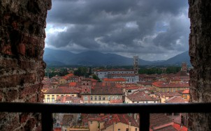 Overlooking Lucca. Photo via Flickr:_gee_